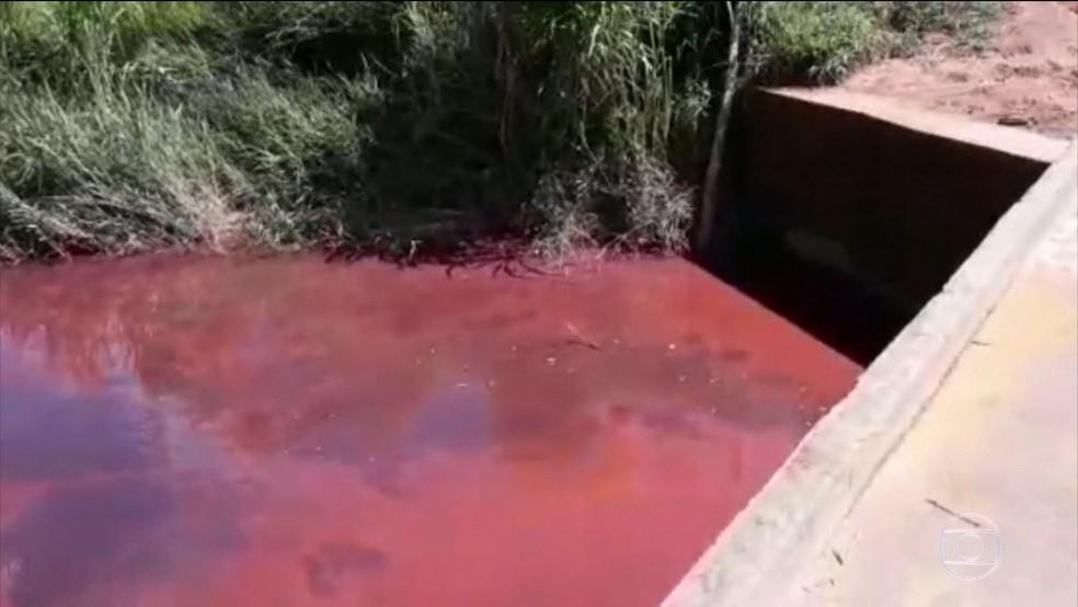 Tubulação de mineroduto se rompe em Minas (Foto: Reprodução/TV Globo)