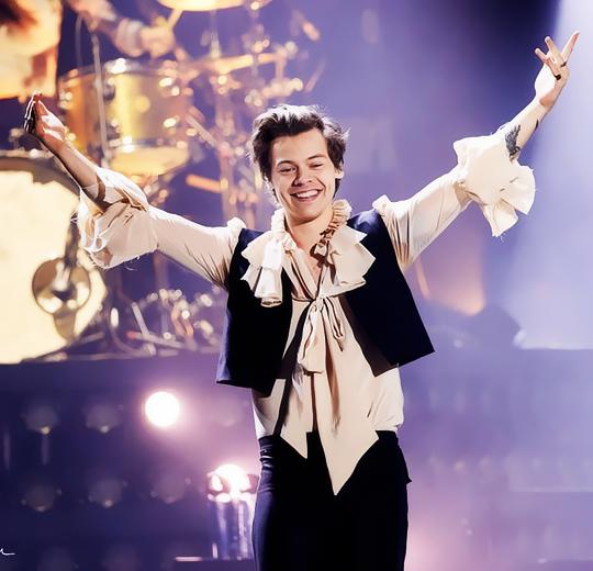 Harry Styles vestindo Harris Reed (Foto: Divulgação)