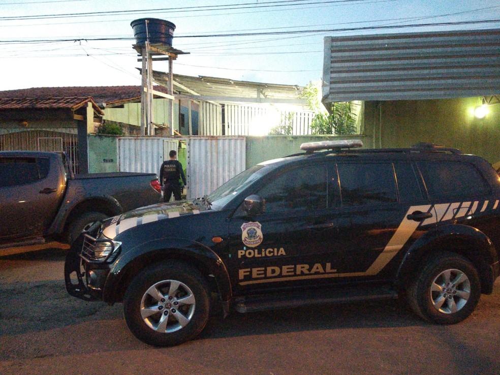 Operação Virus Infecto - Viatura da PF em frente de residência de investigado — Foto: PF/Divulgação