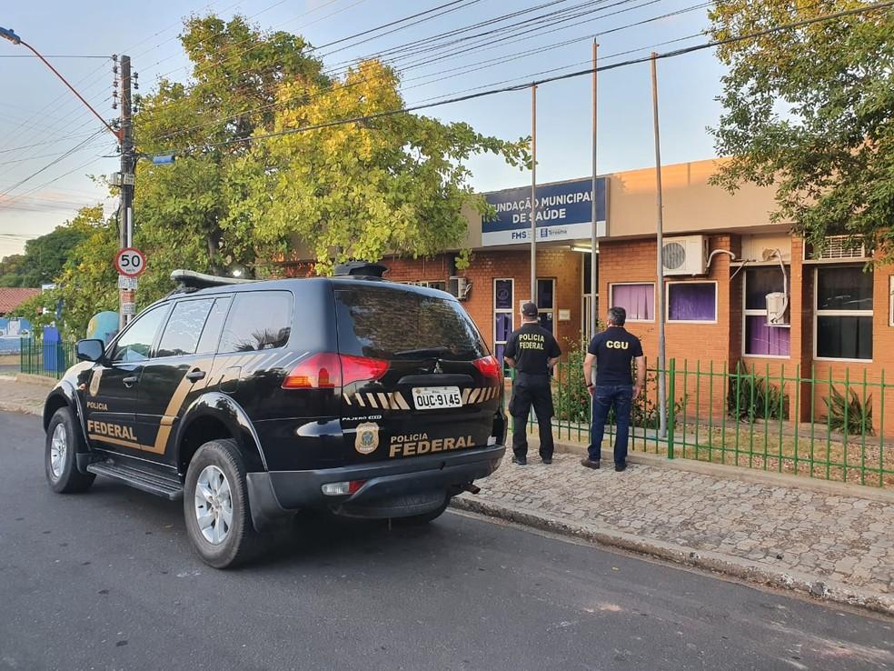 Equipe da Polícia Federal cumpre mandado de busca e apreensão na FMS, em Teresina — Foto: Divulgação/Polícia Federal