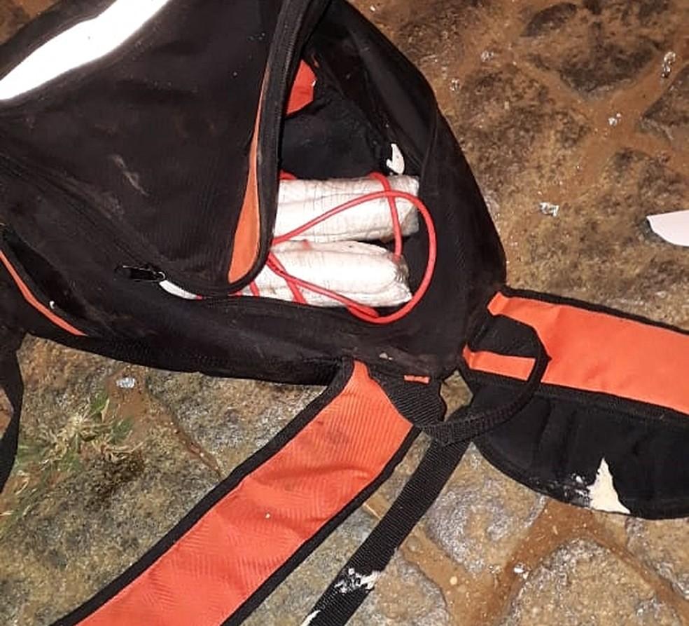 Artefatos usados na explosão foram deixados em rua pelos criminosos em Campo do Meio (MG) (Foto: Reprodução/Redes Sociais)