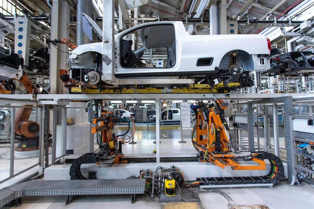 Linha de produção da Saveiro na fábrica da Volkswagen em São Bernardo do Campo, SP — Foto: Celso Tavares/G1