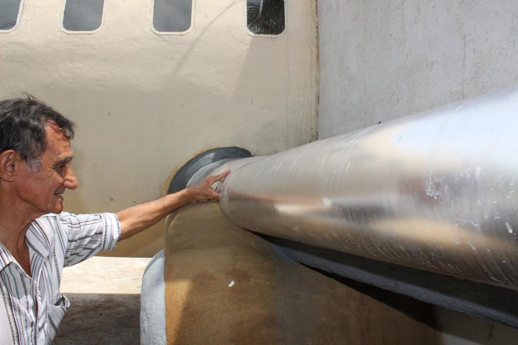 Perfeccionista o construtor da casa-avião cuida de cada detalhe — Foto: Jheniffer Núbia