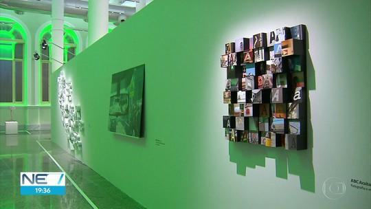 Arnaldo Antunes apresenta obras poético-visuais em exposição gratuita no Recife