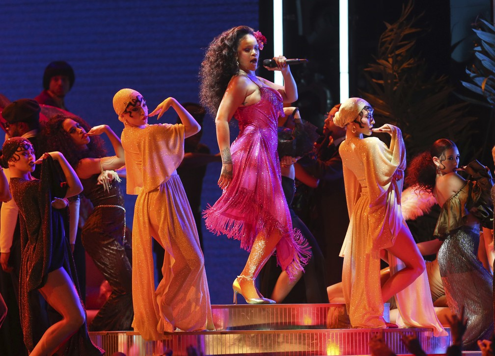 Rihanna canta 'Wild Thoughts' no Grammy 2018 (Foto: Matt Sayles/Invision/AP)