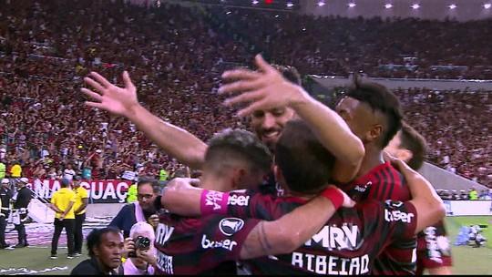 Arrascaeta cruza, e Pablo Marí desvia para fazer o quarto do Flamengo