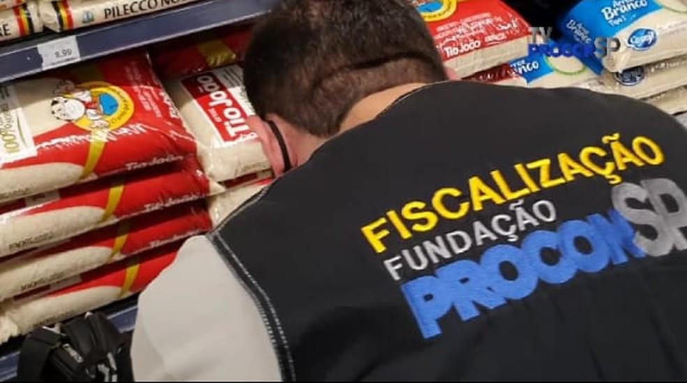 Procon fiscaliza preço do arroz em SP — Foto: Procon/divulgação
