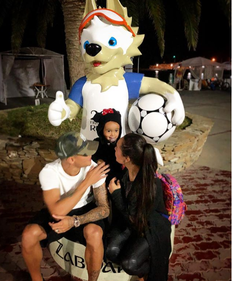 Felipe Coutinho com a esposa Ainee e a flha, Maria (Foto: Reprodução Instagram)