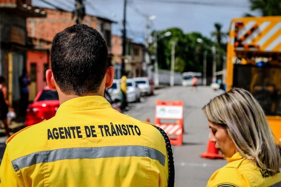 Agentes da SMTT estarão no Pinheiro nesta quinta-feira (14) para ordenar o trânsito por conta do fechamento das vias. — Foto: Pei Fon/Secom Prefeitura de Maceió