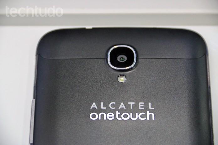 O foblet da Alcatel tem câmera traseira de 13.1MP (Foto: Fabrício Vitorino/TechTudo)