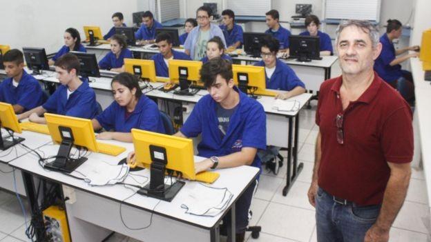 Todos aqueles que quisessem se tornar professores precisavam passar por um crivo, uma espécie de concurso público (Foto: EVANDRO OLIVEIRA/SEDUC RS/DIVULGAÇÃO/BBC)