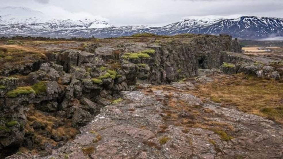 Gretas e rachaduras são sinais da separação do continente, segundo geólogos (Foto: Getty Images)