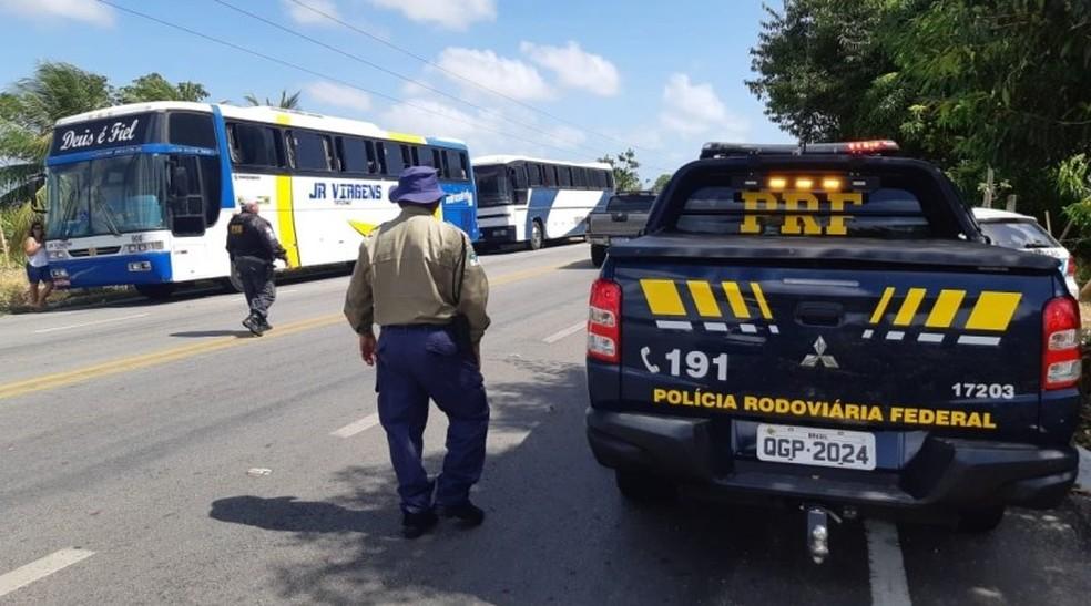 Blitz da PRF com o DER resultou na apreensão de 15 ônibus na Grande Natal — Foto: PRF/Divulgação