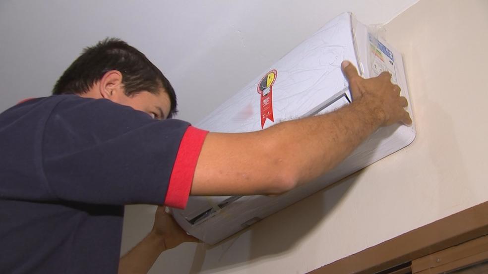 Há vaga para técnico em climatização no Sine de Vilhena (Foto: Reprodução/TV TEM)