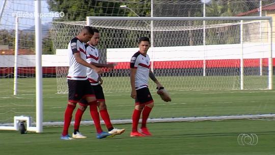 Wagner Lopes mantém dúvida no ataque do Atlético-GO e faz alerta sobre estreia de técnico no Vitória