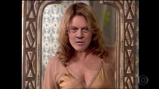 Em paródia, Pedro Bial aparece de camisola como Nazaré Tedesco