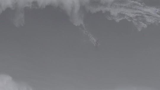 Relembre acidentes assustadores de surfistas brasileiros nas ondas gigantes de Nazaré; vídeos e fotos