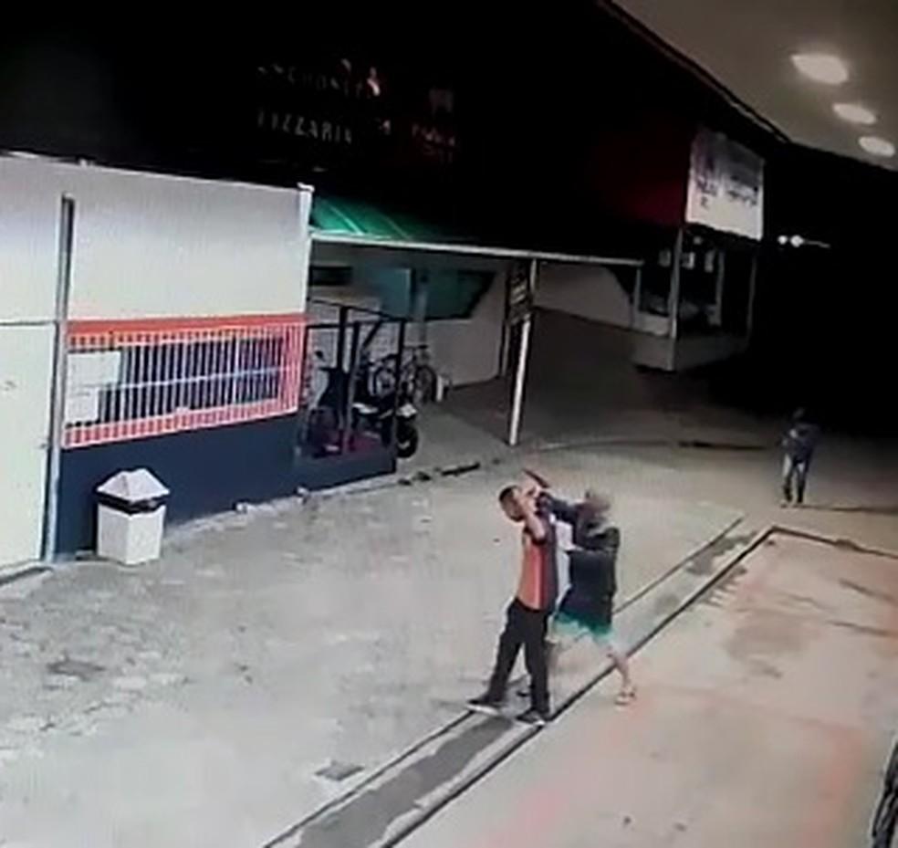 Frentista é rendido em tentativa de assalto a posto de gasolina — Foto: Divulgação/Polícia Civil