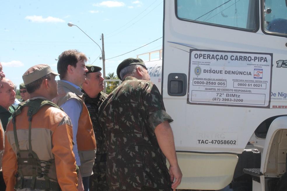 Operação Carro-Pipa atende o Nordeste e o Norte de Minas Gerais — Foto: Juliane Peixinho/ G1