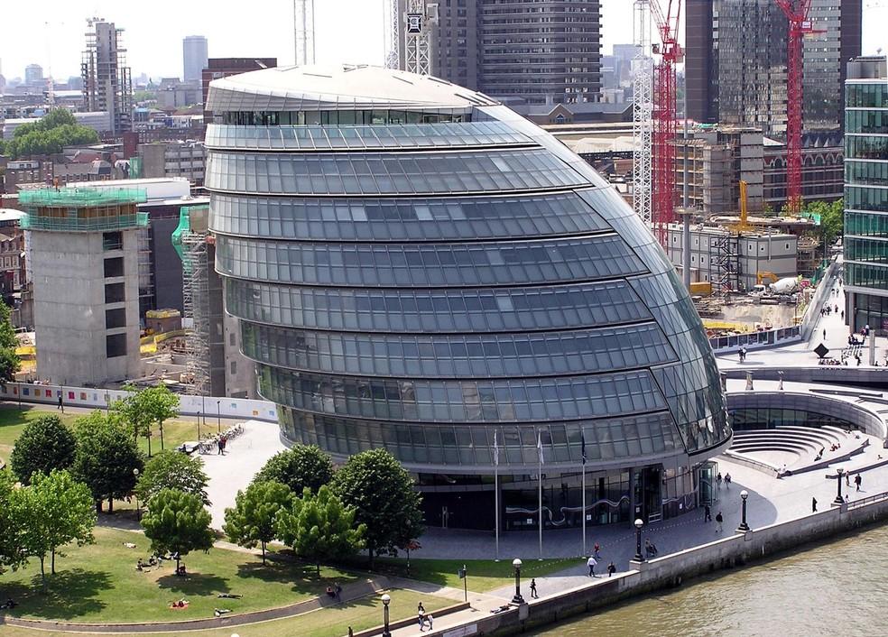 A sede da prefeitura de Londres é um dos exemplos do uso da forma ovoide na arquitetura. — Foto: Domínio público/via Wikipedia