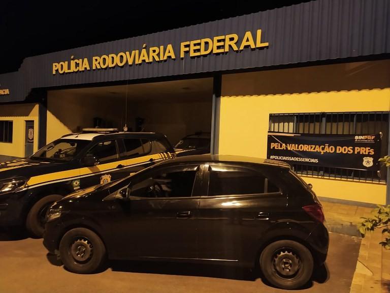 PRF recupera carro roubado e prende suspeito na BR-386, em Sarandi