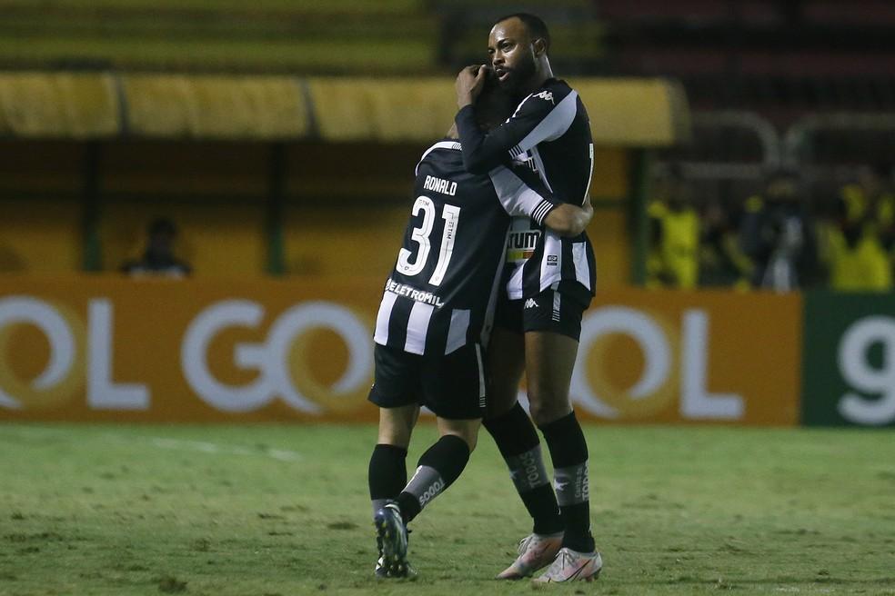 Ronald e Chay foram os melhores do Botafogo contra o Vitória — Foto: Vitor Silva/Botafogo