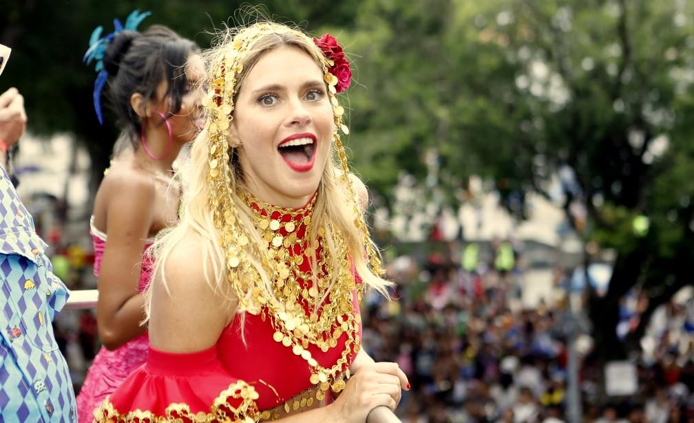 Atriz Carolina Dieckmann é a madrinha do Bloco da Preta (Foto: Marcos Serra Lima / G1)