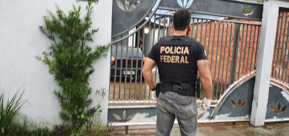 PF cumpre mandado na casa do falso psicólogo em Ji-Paraná — Foto: PF/Reprodução