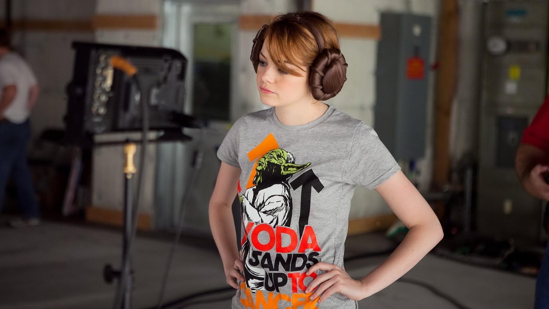 Emma Stone faz seu cosplay de Leia para a campanha Stand Up to Cancer (Foto: divulgação)