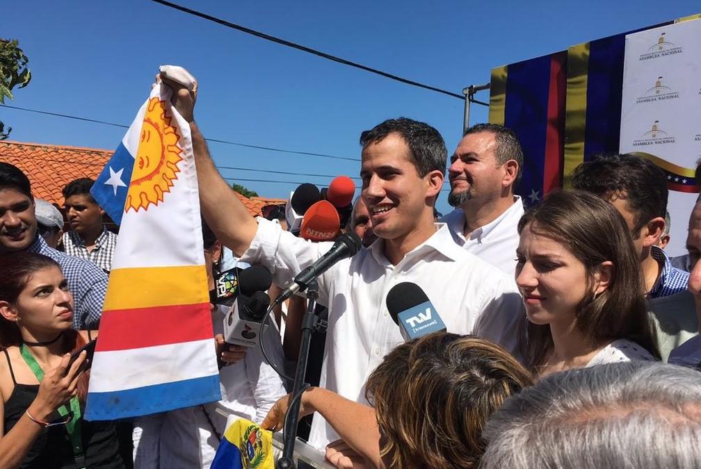 Juan Guaidó, em foto postada no Twitter após ele ser liberado pelo serviço de inteligência bolivariano — Foto: Reprodução/Twitter/Jguaidó