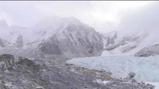 Mais dois alpinistas morrem no Everest; nº de mortos na temporada vai a 10