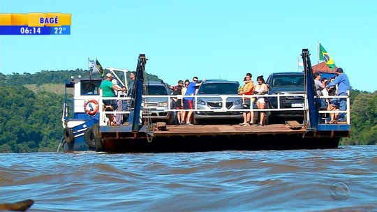 Cresce movimento na travessia de balsa entre Porto Mauá e Alba Posse, na Argentina