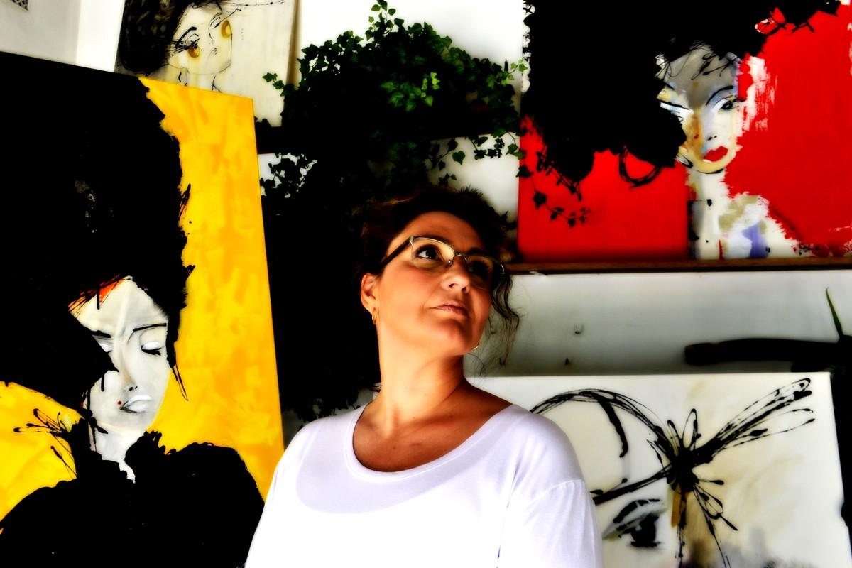 Exposição em Campinas reúne obras que aproximam arte do mundo fashion