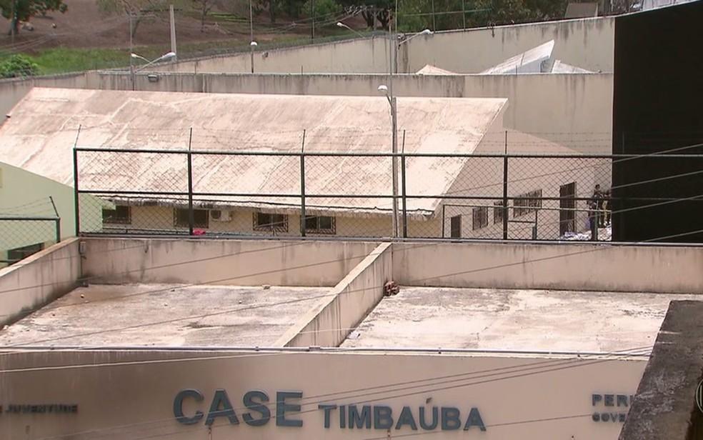Fuga ocorreu no Centro de Atendimento Socioeducativo (Case) em Timbaúba (Foto: Reprodução/TV Globo)
