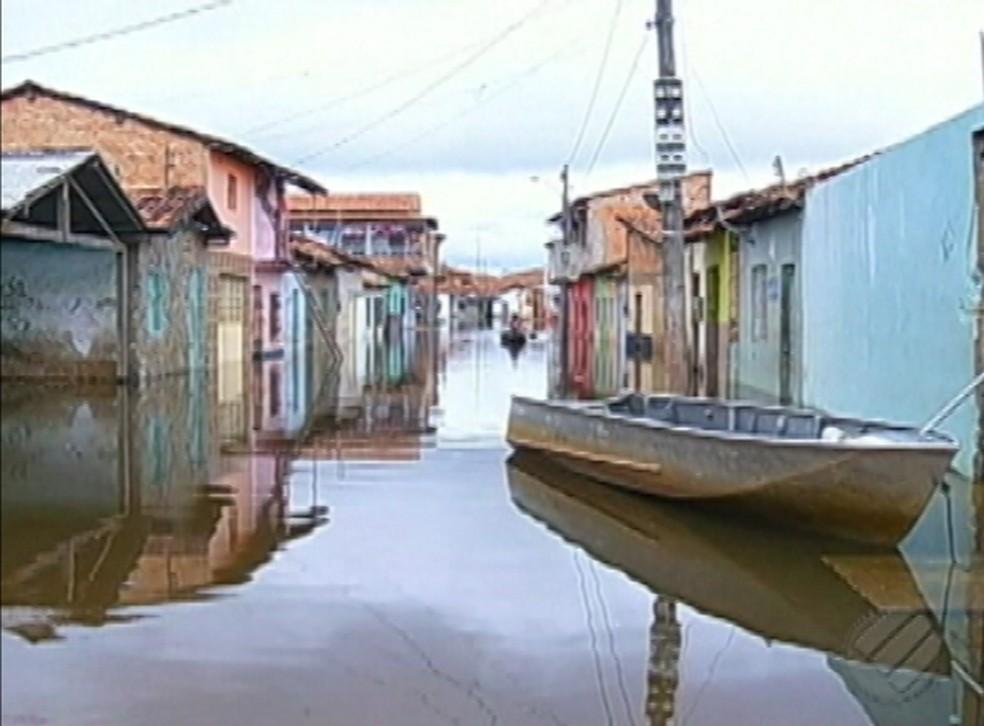 -  Ruas de Marabá estão alagadas com as fortes chuvas.  Foto: Reprodução/ TV Liberal