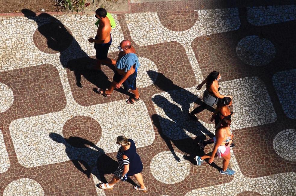 Moradores também lotaram calçadão da cidade — Foto: Matheus Tagé/ A Tribuna Jornal
