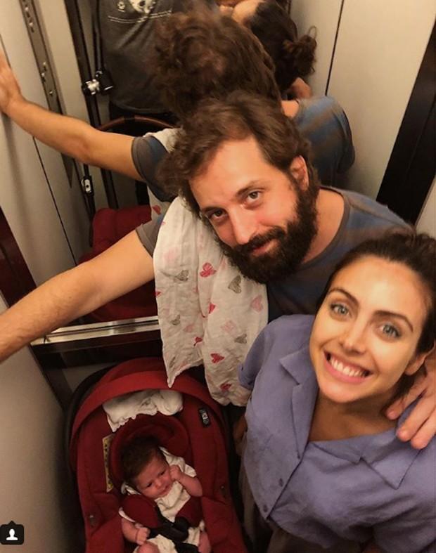 Gregorio Duvivier com Giovanna Nader  e a filha do casal, Marieta  (Foto: reprodução / Instagram)