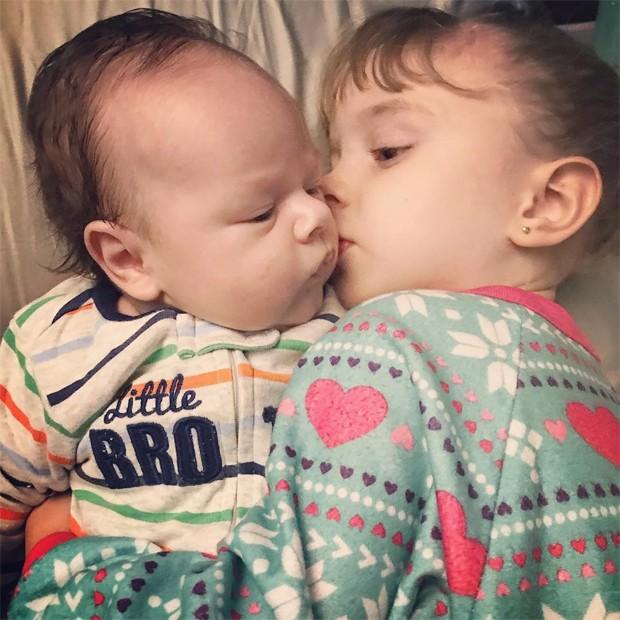 Aurora e Valentim, filhos de Rafael Cardoso e Mariana Bridi (Foto: Reprodução/Instagram)