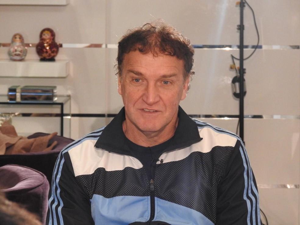 Cuca durante a entrevista em sua casa, em Curitiba — Foto: Eduardo Rodrigues