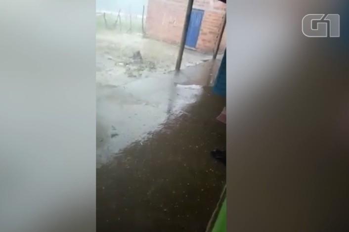 Município de Barras, Norte do Piauí, registra chuva de granizo; climatologista explica fenômeno