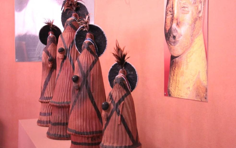 Peças do acervo indígena do Museu Nacional em exposição no DF (Foto: Arquivo pessoal)