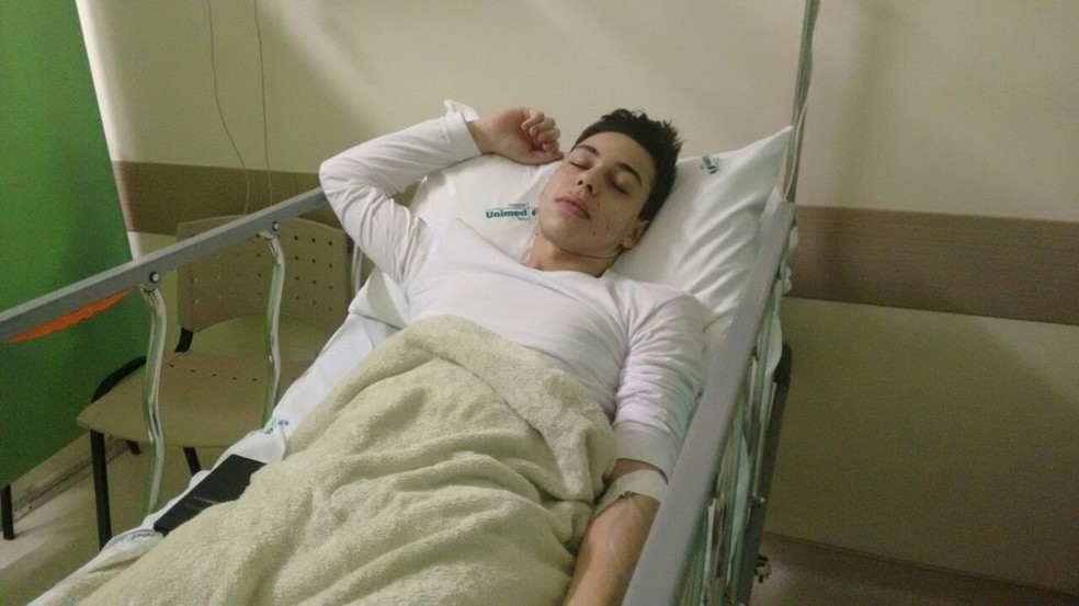 Luiz Felipe de Jesus Ribeiro sente fortes dores abdominais, conta mãe (Foto: Arquivo pessoal/Elaine Machado)