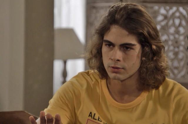 'Verão 90': Rafael Vitti é João (Foto: Reprodução / TV Globo)