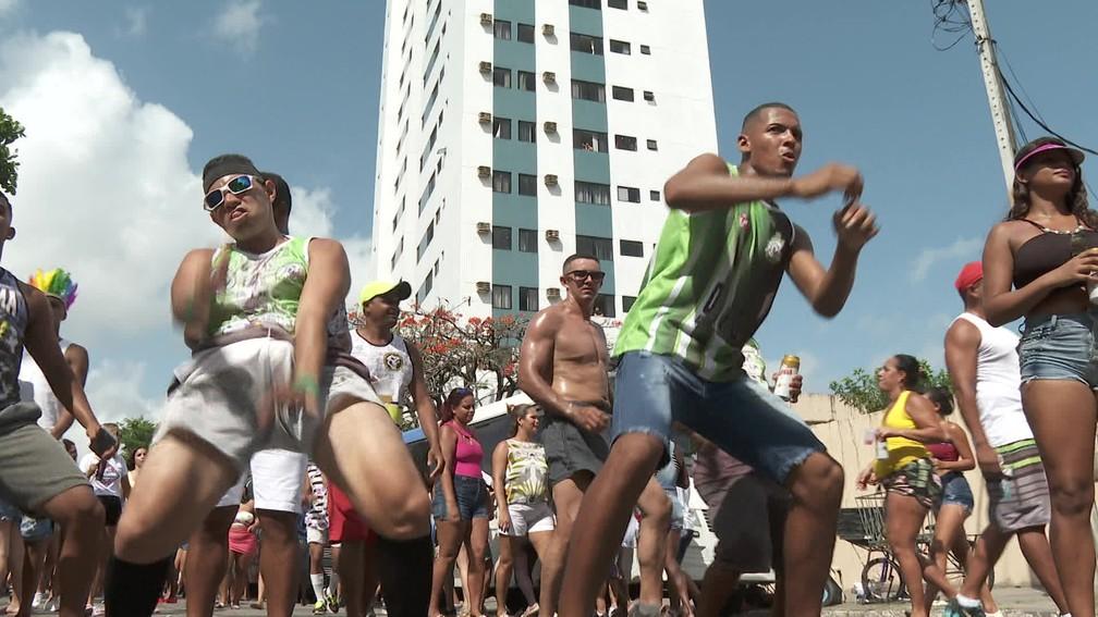 O CDU na Folia teve música de todos os ritmos. Axé, brega, funk, passinho e, claro, o frevo — Foto: Reprodução/TV Globo