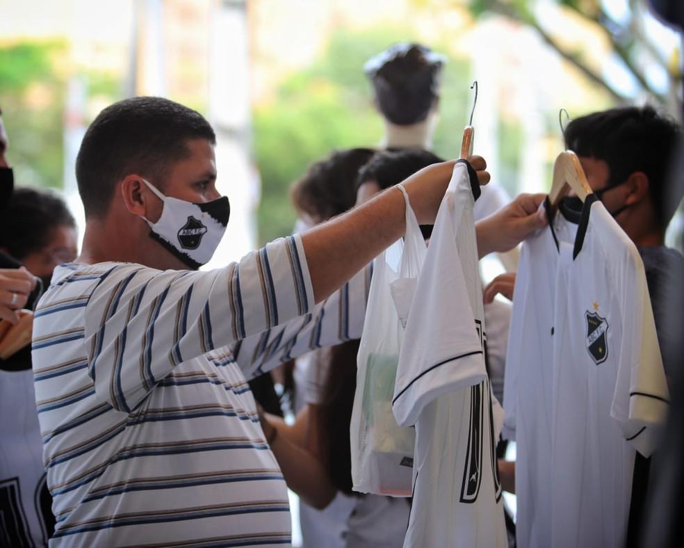 Torcedores puderam ter acesso aos novos uniformes da Elefante MQ — Foto: Divulgação