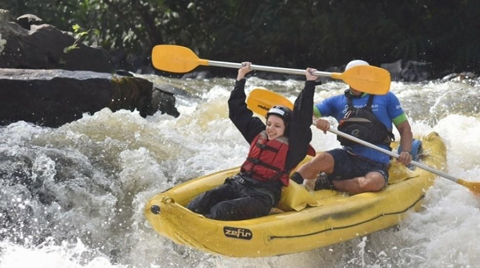 Doença de Giovanna Moreschi não a impediu de fazer rafting em Brotas. Blogueira quer motivar outras pessoas.  — Foto: Reginaldo dos Santos/EPTV