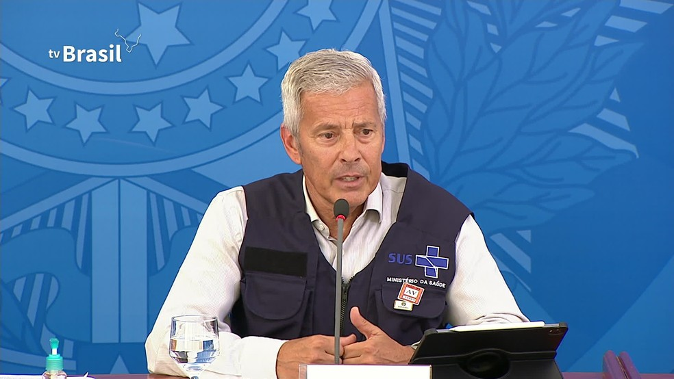O secretário-executivo do Ministério da Saúde, João Gabbardo dos Reis, em entrevista coletiva neste sábado (4) — Foto: Reprodução/GloboNews