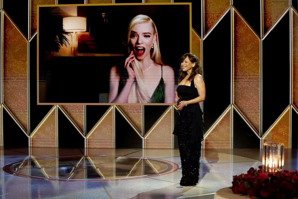 Anya Taylor-Joy é premiada com o Globo de Ouro de melhor atriz em série limitada ou filme para TV por 'Gambito da Rainha' — Foto: Peter Kramer/NBC via Reuters
