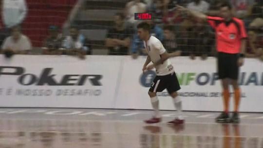 Após empate, Corinthians segura o Foz na prorrogação e vai às quartas da LNF