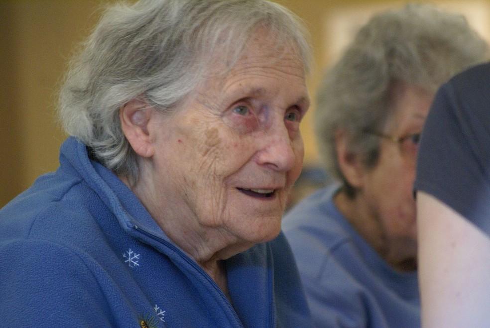 Relacionamento do médico com o idoso: importante fonte de apoio e encorajamento, (Foto: https://commons.wikimedia.org/w/index.php?curid=54183198)